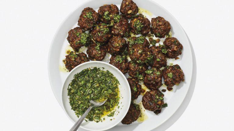 Boulettes de viande croustillantes à la salsa verde