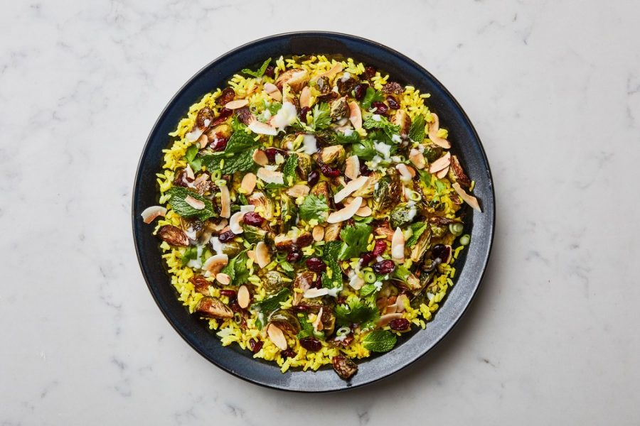<pre>Salade de riz au curcuma avec des choux de Bruxelles rôtis
