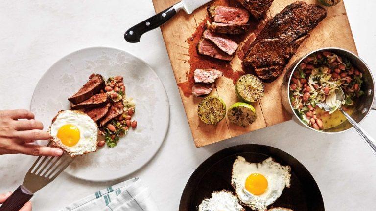 Steak et Oeufs avec Haricots