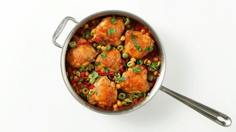Cuisses de poulet braisées au chorizo et aux pois chiches