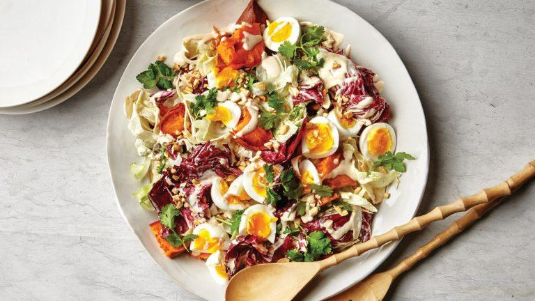 Salade de dîner avec radicchio et pommes de terre