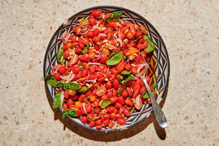 <pre>Salade De Tomates Aux Noix De Pin Et Mélasse De Grenade