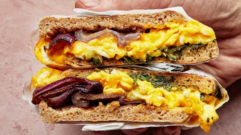 Sandwichs aux œufs à l'oignon