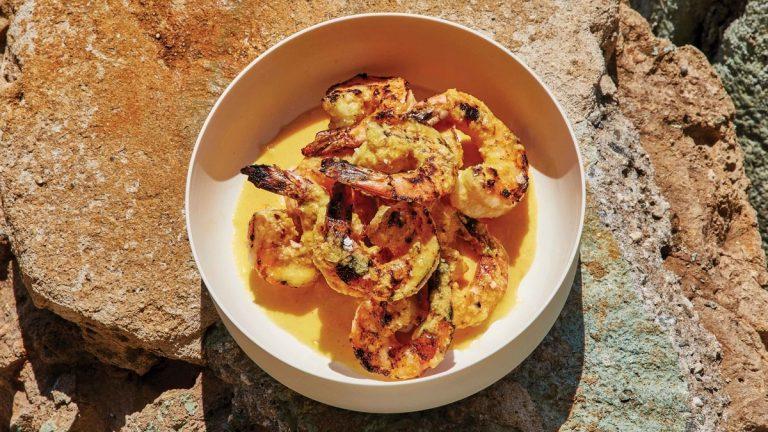 Crevettes Grillées Avec Sauce Mojo Au Curcuma
