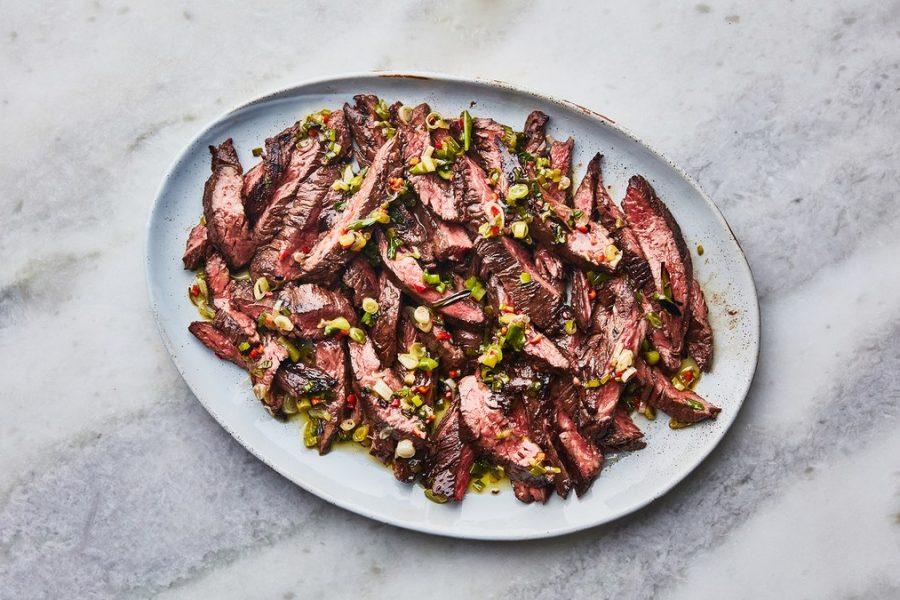 <pre>Steak avec salsa verte aux échalotes grillées