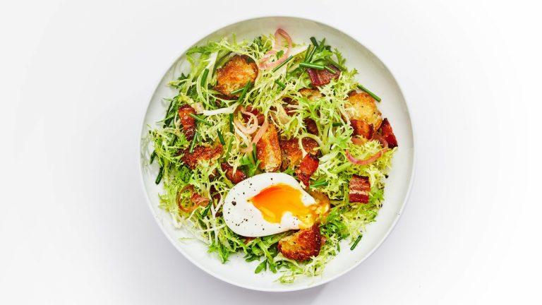 Salade Frisée Avec Vinaigrette Au Bacon