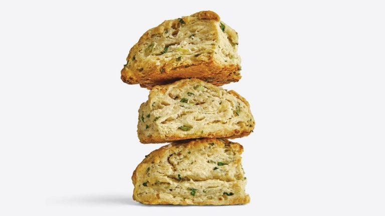 Biscuits à la crème sure et à l'oignon