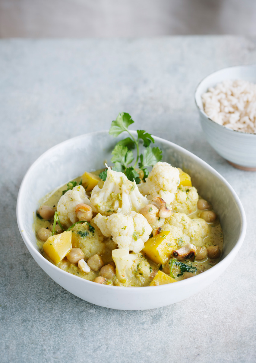 Curry de chou-fleur aux pois chiches et pommes de terre   Recette Cuisine
