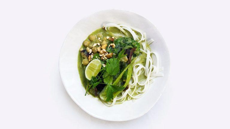 Curry vert de noix de coco aux champignons et pois chiches