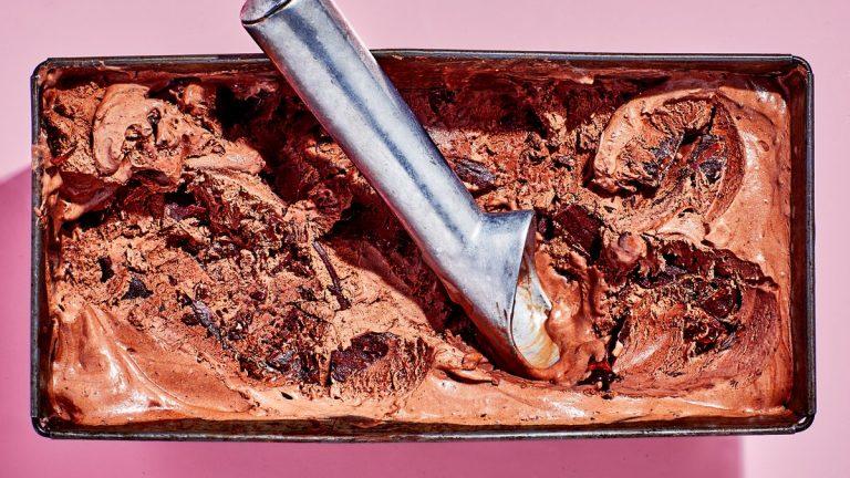 Crème glacée à la menthe fraîche et au chocolat