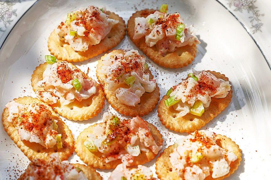 Crevettes crémeuses sur craquelins