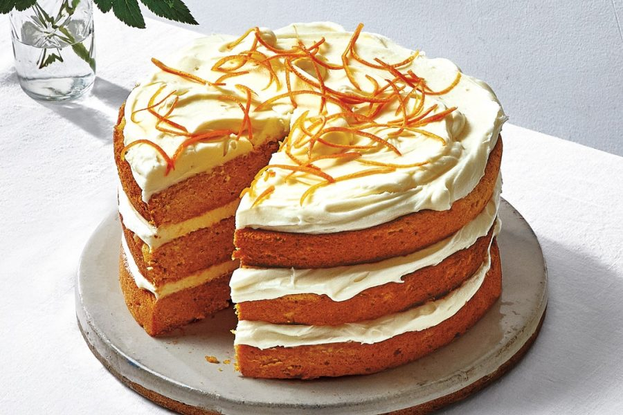 Gâteau aux patates douces avec glaçage au fromage à la crème salé