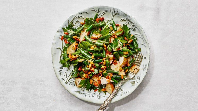 Haricots verts écrasés avec vinaigrette citronnée au sumac