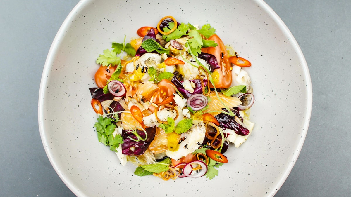 Nhoam Trey Mhasamout (salade de flétan grillé)