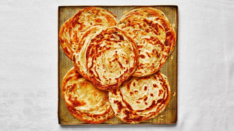 Parathas au beurre brun et à la sauge
