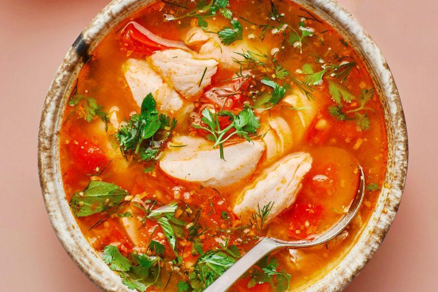 Soupe de tomates et de poisson au citron vert