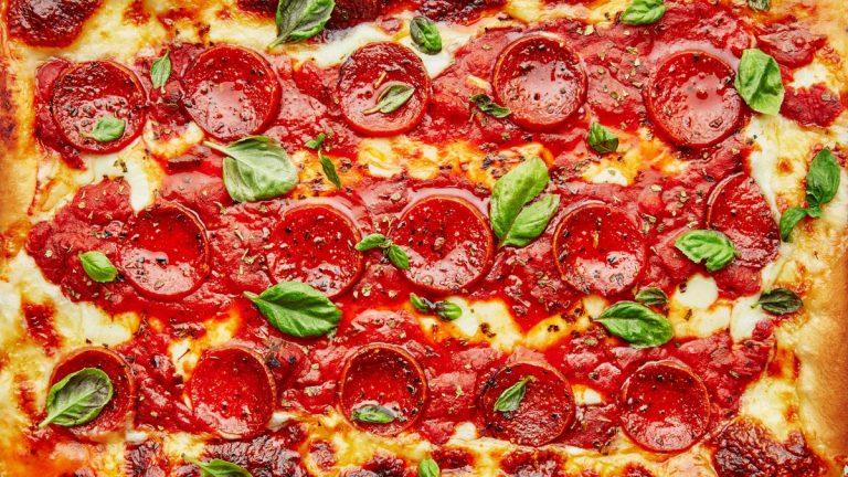 Pizza au pepperoni à la Detroit