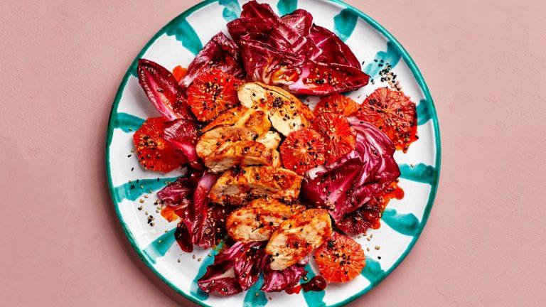Salade de poulet aux agrumes et huile de chili