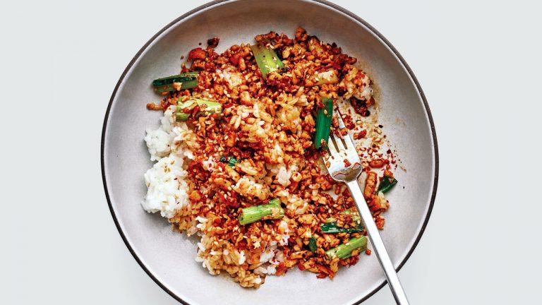 Bol de tofu au soja et aux oignons verts