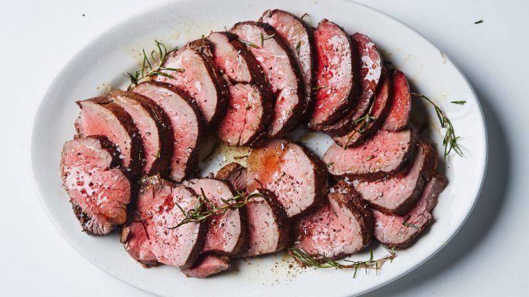 Filet de bœuf rôti à l'ail et au romarin