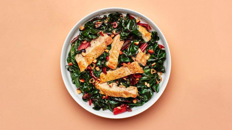 Salade tiède de poulet et de blettes
