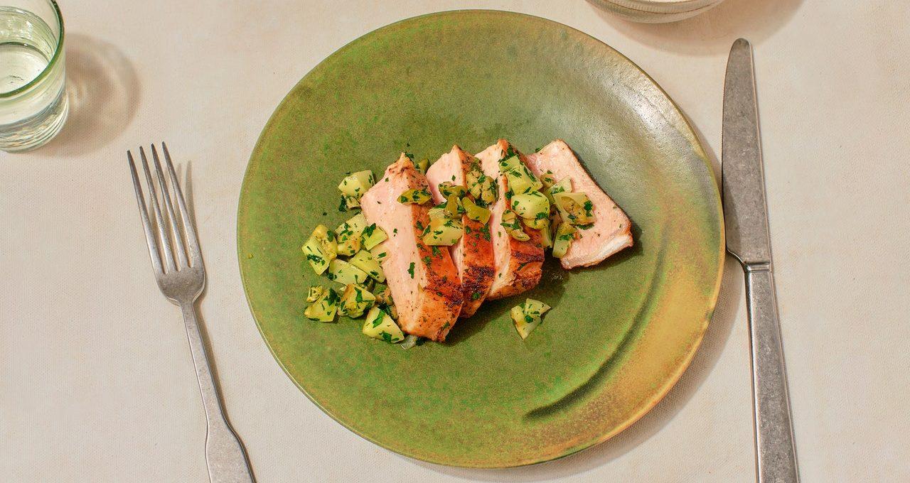 Côtelettes de porc avec salsa verte au brocoli