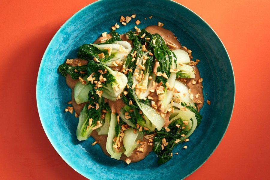 Bok Choy avec sauce brune et ail croustillant