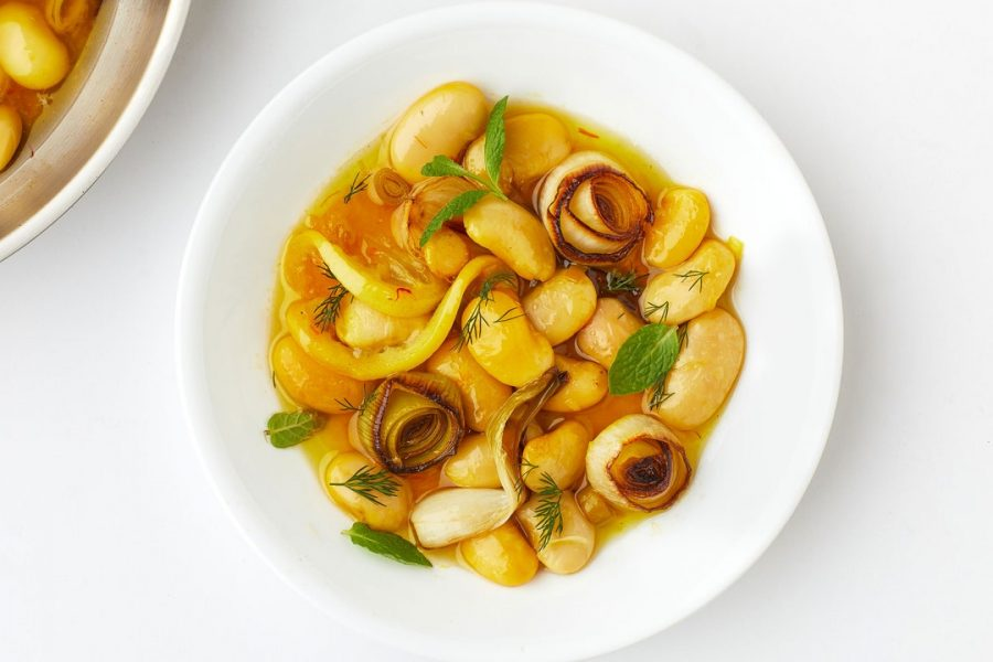 Haricots confits au citron, au safran et à tous les alliums