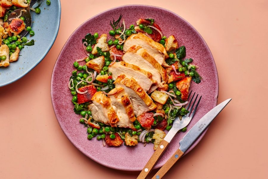 Poitrine de poulet aux pois et croûtons