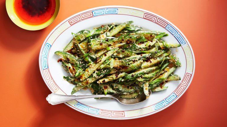 Salade de concombre écrasé