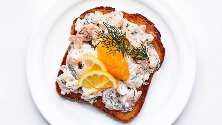 Toast Skagen (Toasts Suédois aux Crevettes)