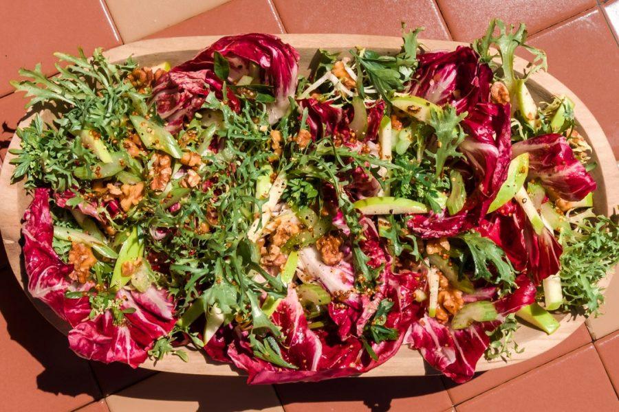 Légumes amers avec vinaigrette à la moutarde douce