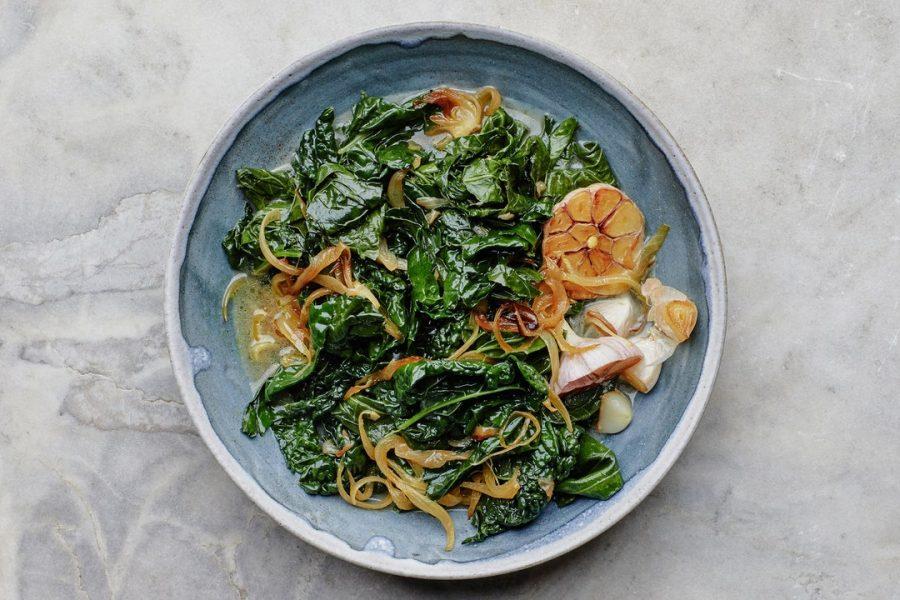 Légumes verts braisés à l'ail et au parmesan