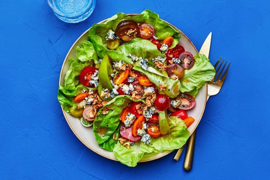 Salade De Tomates Au Fromage Bleu Et Échalotes Croustillantes