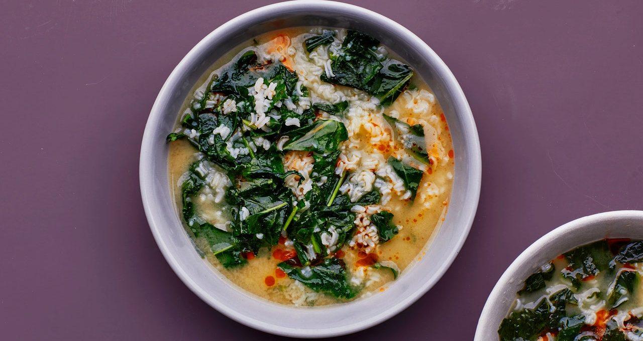 Porridge de riz au fromage avec légumes verts