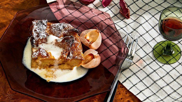 Pouding au pain au thé au lait avec crème anglaise